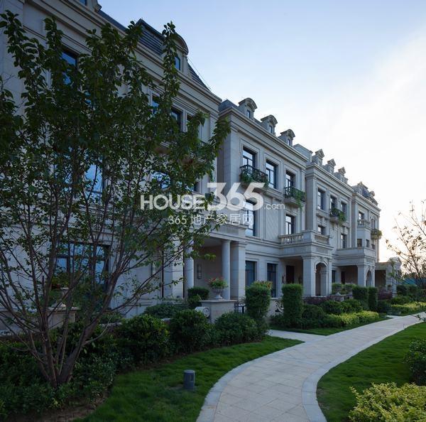 湾流:别墅330-400平米 均价15000-18000元/㎡