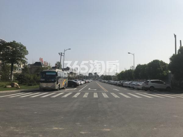 中昂朗琴项目东侧道路实景图(9.15)