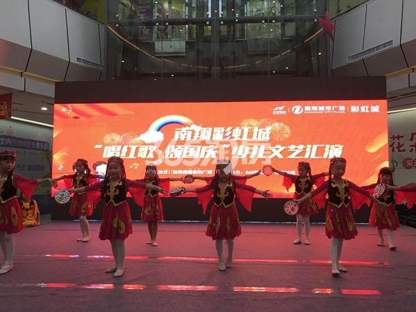 南翔城市广场 唱红歌,颂国庆少儿文艺汇演表演现场拍摄于2017.10.1